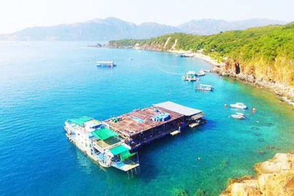 Di dời bè du lịch trên vịnh Nha Trang: Rắc rối vị trí neo đậu