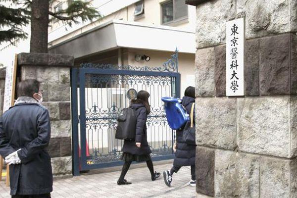 ĐH Y khoa Tokyo sửa điểm thi cho người thân của nhà tài trợ