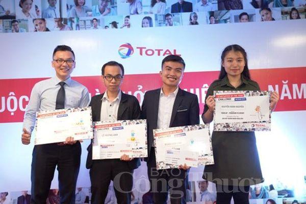 Total trao giải cho người chiến thắng cuộc thi Nhà khởi nghiệp của năm