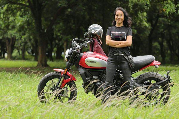 Gặp người phụ nữ 'yêu' cuồng nhiệt xe phân khối lớn, có quá nhiều điều đặc biệt ở nữ biker này