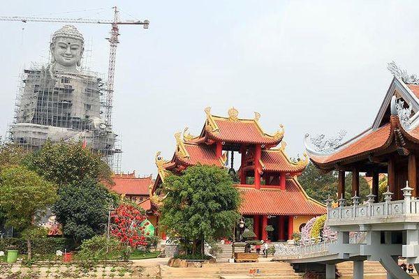 Chiêm ngưỡng bức tượng phật vì hòa bình khổng lồ ở Hà Nội
