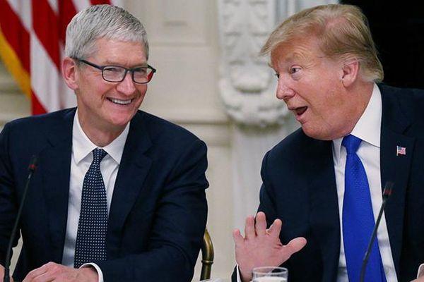 Tổng thống Mỹ Donald Trump nói gì sau khi gọi nhầm tên CEO Apple Tim Cook thành… Tim Apple?