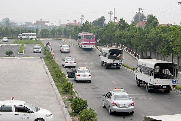 Đề xuất mất bằng lái xe phải thi lại: Bộ GTVT xin đừng xa dân hơn nữa
