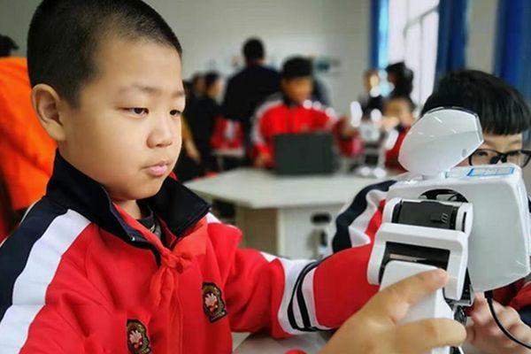 Bên trong lớp học robot của học sinh Trung Quốc