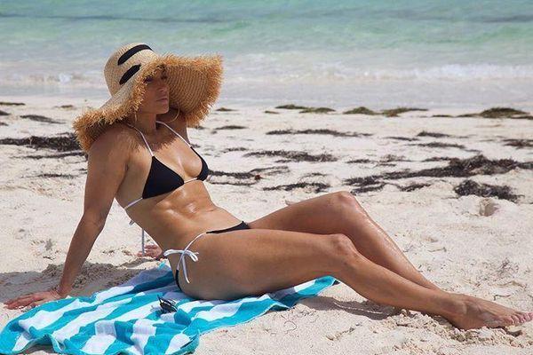 Jennifer Lopez sở hữu thân hình bốc lửa ở tuổi 50, gái 20 cũng phải nể