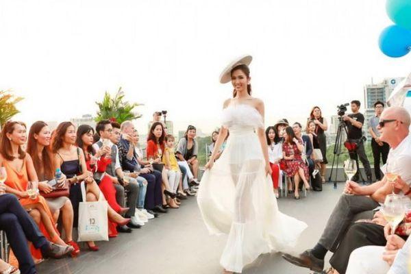Hoa hậu chuyển giới Đỗ Nhật Hà khoe vẻ nữ tính trên sàn diễn thời trang