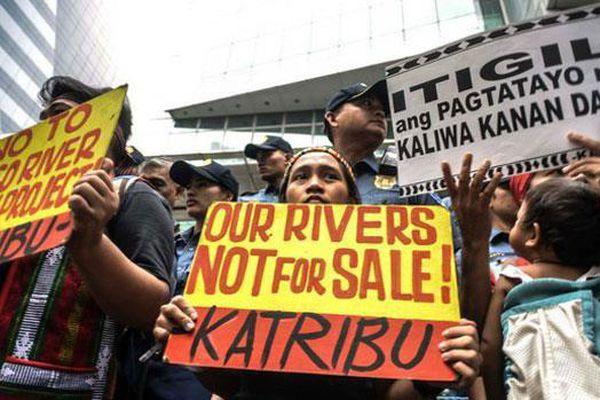 Lo ngại Philippines bị Trung Quốc 'xiết nợ' ở Biển Đông