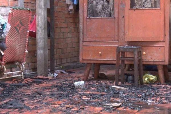 Người đàn ông tử vong bên bình gas mở van trong căn nhà cháy