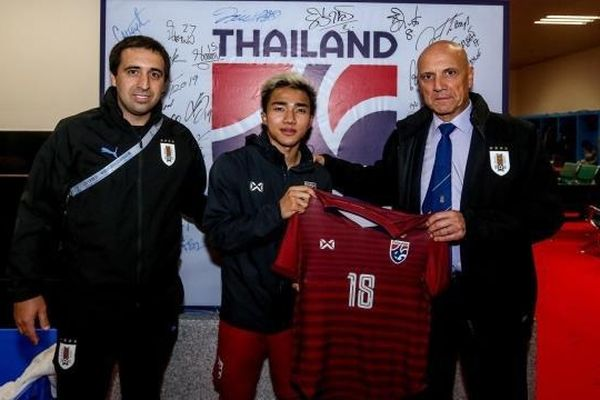 Lãnh đạo tuyển Uruguay bí mật gặp riêng 'Messi Thái'
