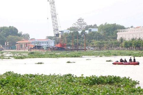 Tìm kiếm nam thanh niên mất tích trên sông Sài Gòn vì đi bắt cò làm mồi nhậu