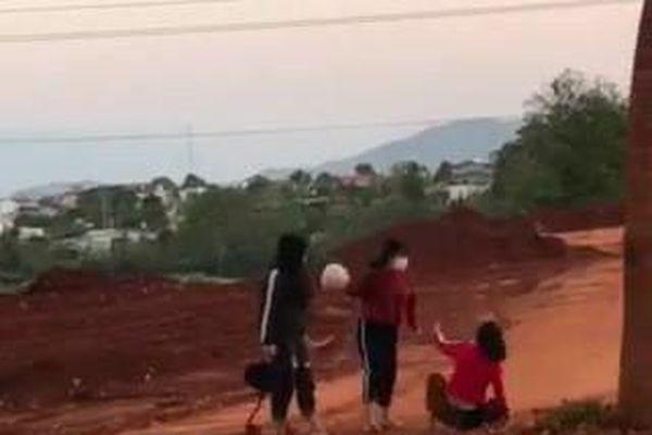 Diễn biến mới vụ nữ sinh dùng mũ bảo hiểm đánh nhau túi bụi ở Đắk Lắk