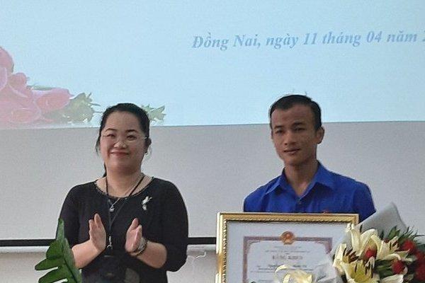 UBND tỉnh Đồng Nai tặng bằng khen cho nam sinh viên cứu cụ ông bị tai nạn