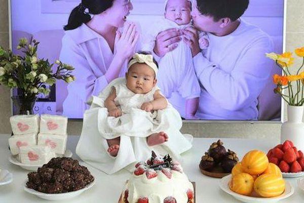 Bé gái vừa sinh ra đã trở thành trẻ 2 tuổi
