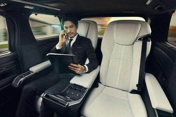 Xe sang Lexus LM vừa ra mắt: Ngoại hình mờ nhạt nhưng nội thất gây 'sốc'