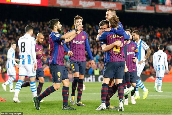 Messi im tiếng, Barca thắng nhọc Sociedad nhờ 2 hậu vệ tỏa sáng