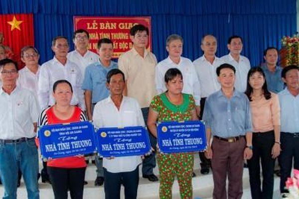 Hội Nạn nhân chất độc da cam/ Dioxin tỉnh: Trao nhà Tình thương ở huyện Châu Thành