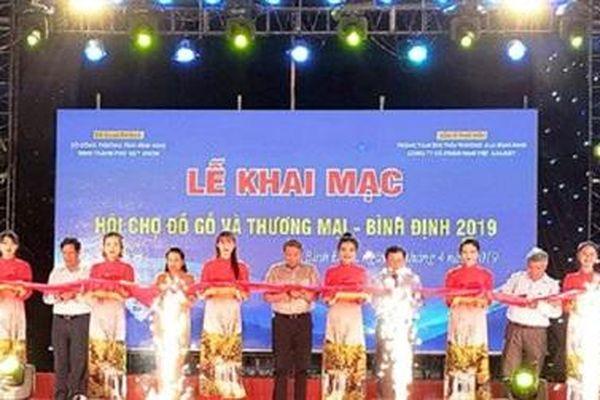 Khai mạc Hội chợ Đồ gỗ và thương mại Bình Định 2019