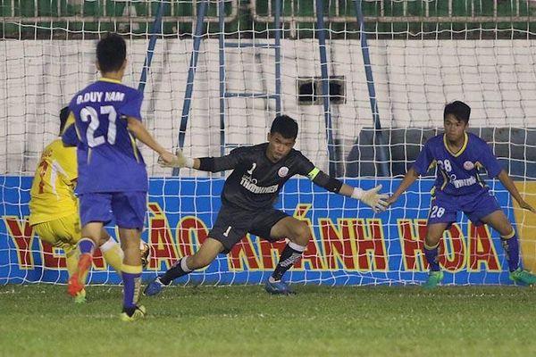 Bóng đá Việt: Giữ bóng đá sạch