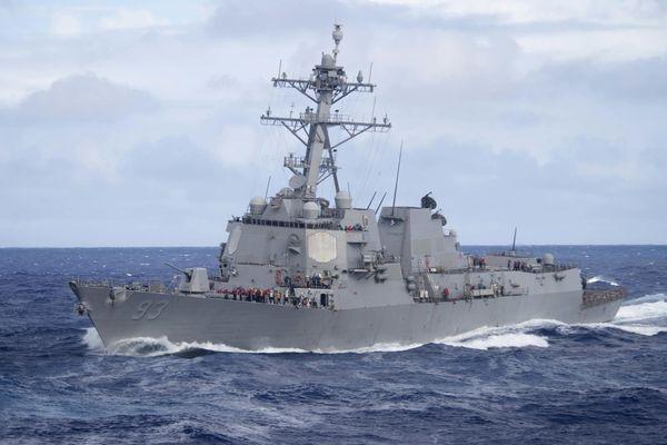 Hai tàu chiến Mỹ áp sát Đá Gạc Ma và Đá Ga Ven, thách thức Trung Quốc
