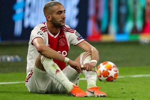 Ajax tự sát trước Tottenham vì thiếu kiên định