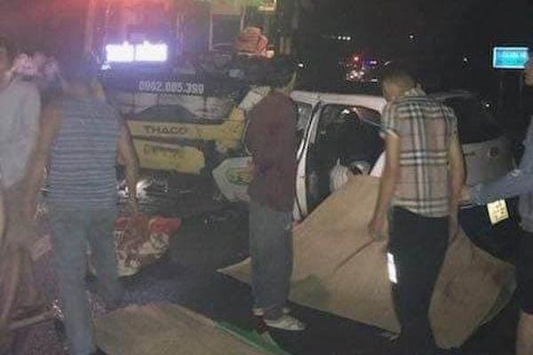 Taxi đâm trực diện xe khách trong đêm tại Quảng Ninh, 3 người tử vong