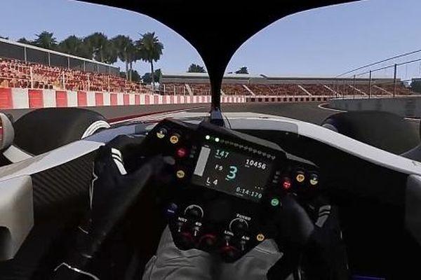 'Lái thử'cỗ xe F1 chạy 300km/h trên đường đua Hà Nội