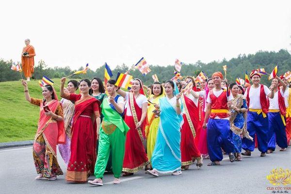 Chủ tịch Uông Bí nói gì về bà Yến múa tưng bừng ở chùa Ba Vàng dịp Đại lễ Vesak