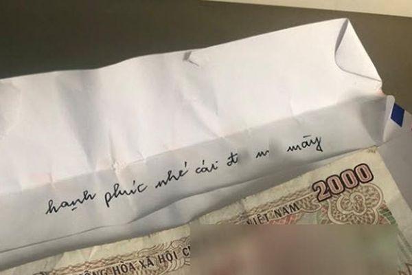 Tình cũ của chồng gửi phong bì mừng cưới 2.000 đồng kèm câu chửi thề