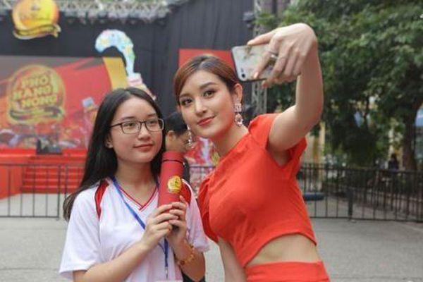 AMEE, Justa Tee, Phương Ly cùng dàn sao khủng 'quẩy tưng' cùng khán giả qua loạt hit triệu view tại Phố Hàng Nóng