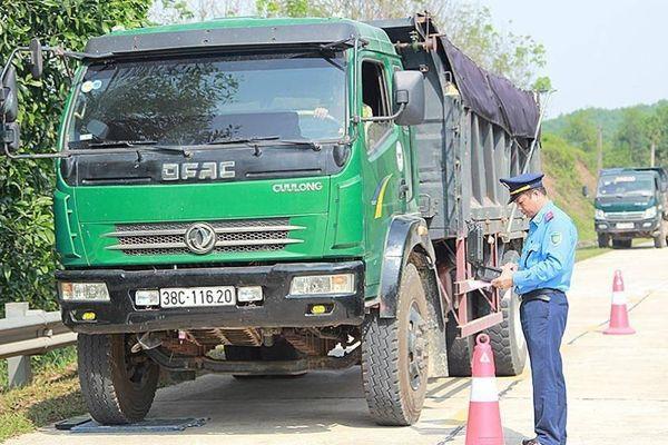 Hà Tĩnh: Kiểm tra đột xuất xe cơi nới thành thùng chở quá tải