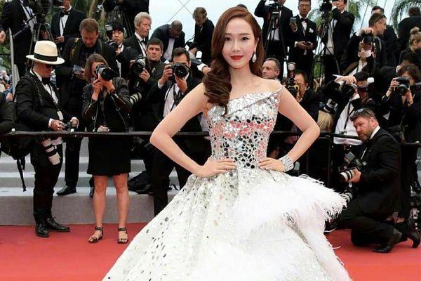 Những bộ váy cồng kềnh nhất thảm đỏ Cannes 2019