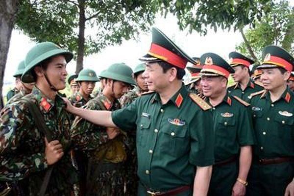 Thượng tướng Phan Văn Giang kiểm tra và làm việc tại Quân khu 5