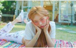 Chẳng cần make up đậm hay son đỏ lòe loẹt Hyuna vẫn quyến rũ 'chết người' với style bánh bèo