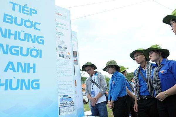 Sinh viên với biển, đảo Tổ quốc: 'Tiếp bước những người anh hùng'