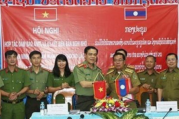 Giao ban Công an 3 tỉnh: Hà Tĩnh – Bôlikhămxây - Khăm Muộn