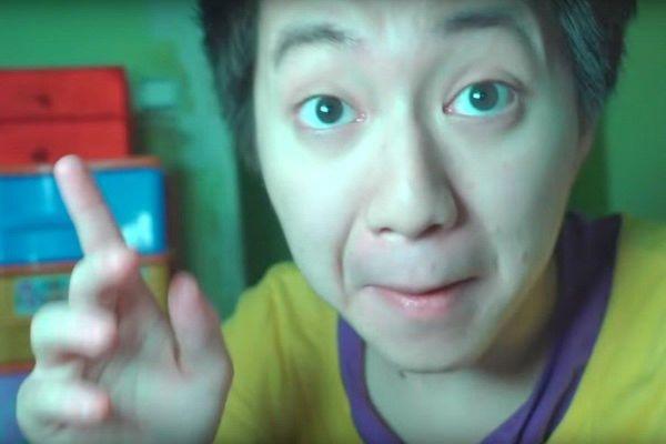 Cho người vô gia cư ăn kem đánh răng, YouTuber bị phạt tù 15 tháng