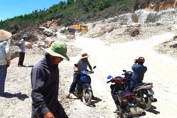 Khai thác đất tại núi Mò O lại nóng