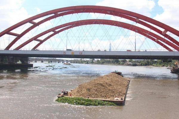 Cuối tháng 7 hoàn thành cầu đường sắt Bình Lợi