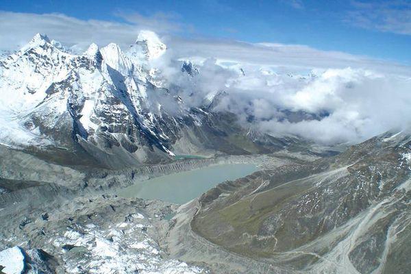 Sông băng ở Himalaya tan với tốc độ báo động