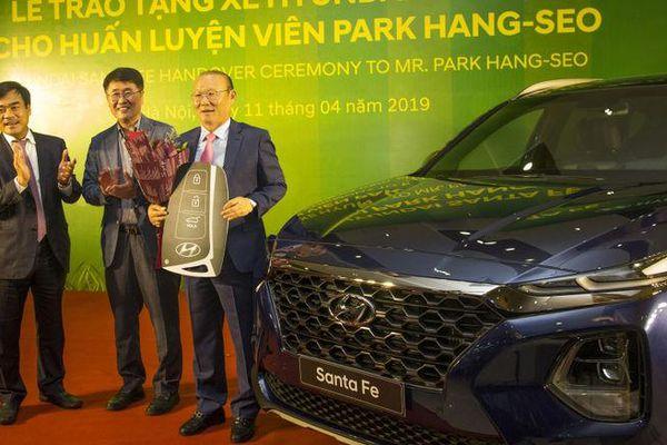 HLV Park Hang Seo đã được tặng những xe sang nào từ khi dẫn dắt ĐTVN?
