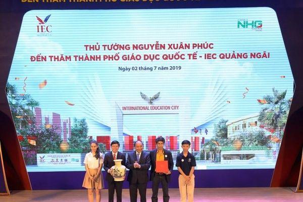 Thủ tướng Nguyễn Xuân Phúc thăm IEC Quảng Ngãi