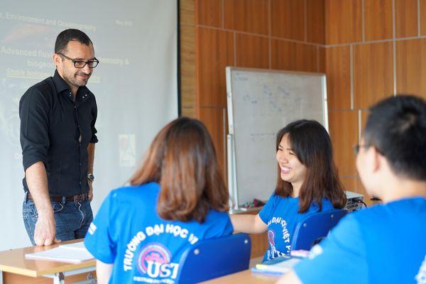 Đại học Việt Pháp đào tạo thạc sỹ song bằng với 20 trường đại học