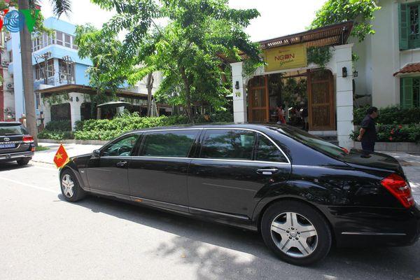 Thủ tướng Armenia thưởng thức món ăn thuần Việt tại nhà hàng ở Hà Nội