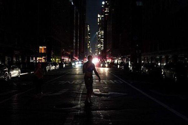 New York hỗn loạn vì sự cố mất điện nhiều giờ