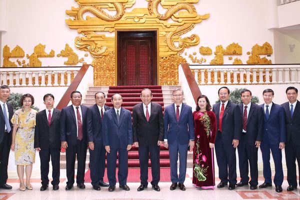 Phó Thủ tướng Thường trực tiếp Chánh án TANDTC Lào