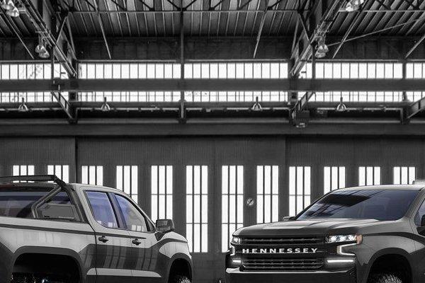 Chevrolet Silverado độ 6 bánh, dũng mãnh hơn tưởng tượng
