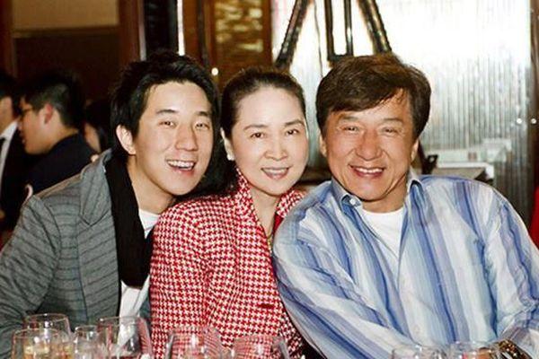 Vợ Thành Long không xuất hiện bên chồng khi dự sự kiện
