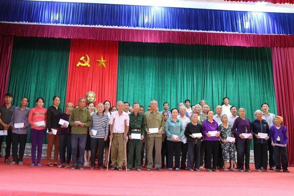 Báo Tiền phong trao 40 suất quà tri ân thương binh liệt sĩ