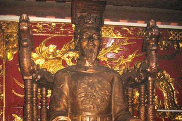 Dung nhan các vị vua Việt Nam được ghi lại như thế nào?