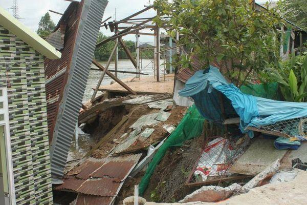 Sạt lở ven QL80 ở Cần Thơ làm hư hỏng nhiều nhà dân